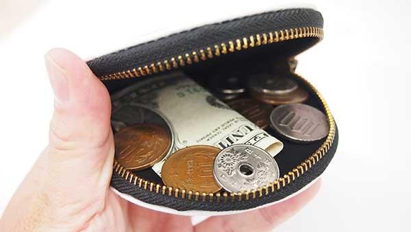 小銭の出し入れもしやすいレザーコインケース