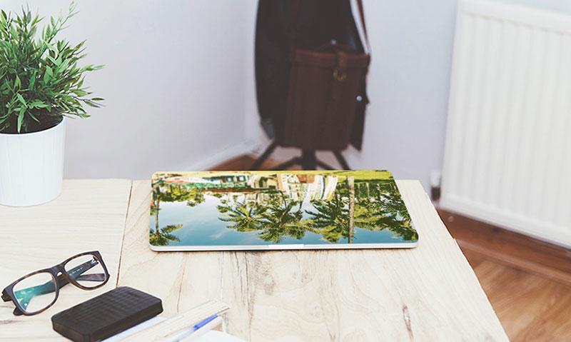 MacBook(マックブック)ケースのオリジナル印刷。1個から可能|簡単にMacBookケースのオリジナル作成するならME-Q(メーク)の写真