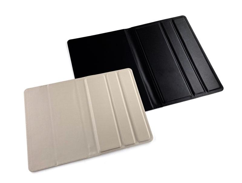 手触りのよい合皮製のタブレットカバー