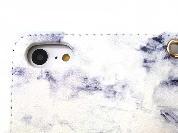 iPhoneの機種に合わせたカメラホール搭載