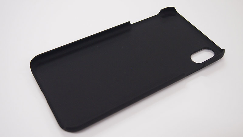 スマホケース本体を装着する部分は(バンパー)は、ほどよく柔らかい硬質ラバー素材でiPhone本体を保護します。