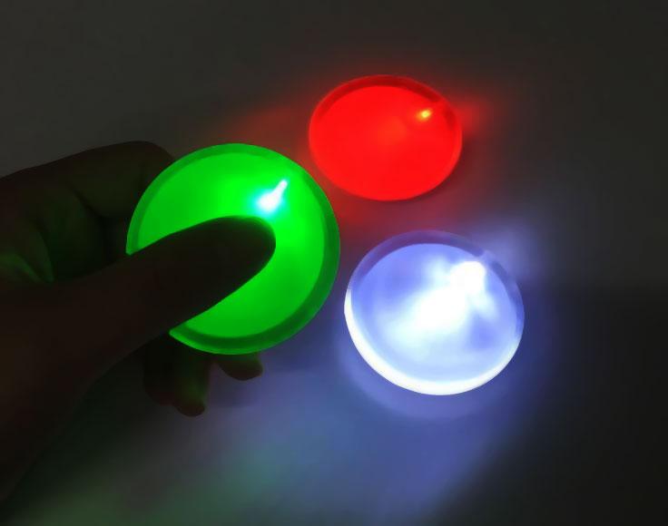ナイトイベントや夜のお散歩グッズに最適!光るLEDバッチ