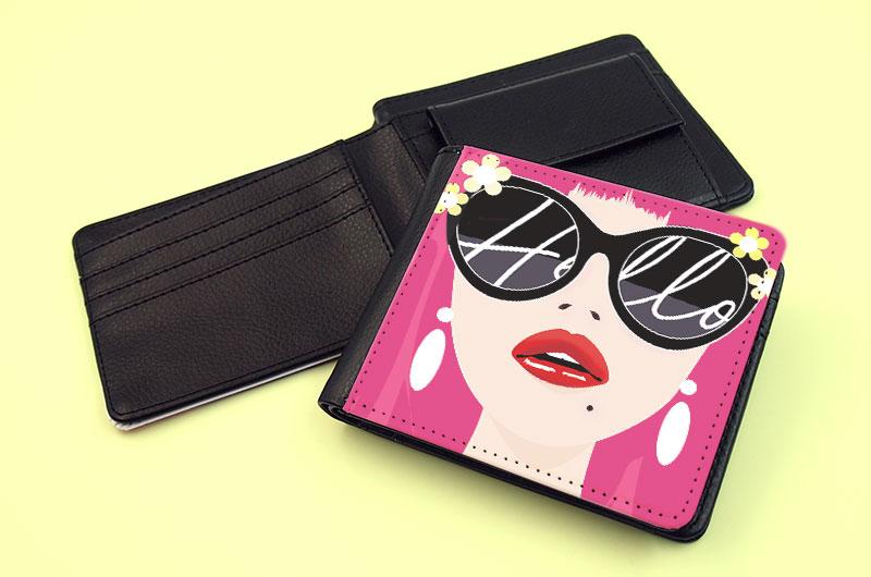 コンパクトで携帯性が高い二つ折り財布