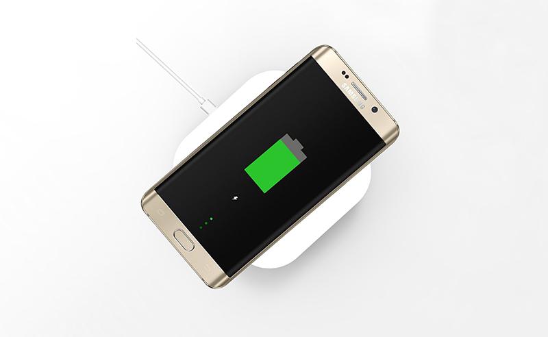 ケーブルで携帯を充電するのは時代遅れ!?ワイヤレス充電器とその仕組みとは?