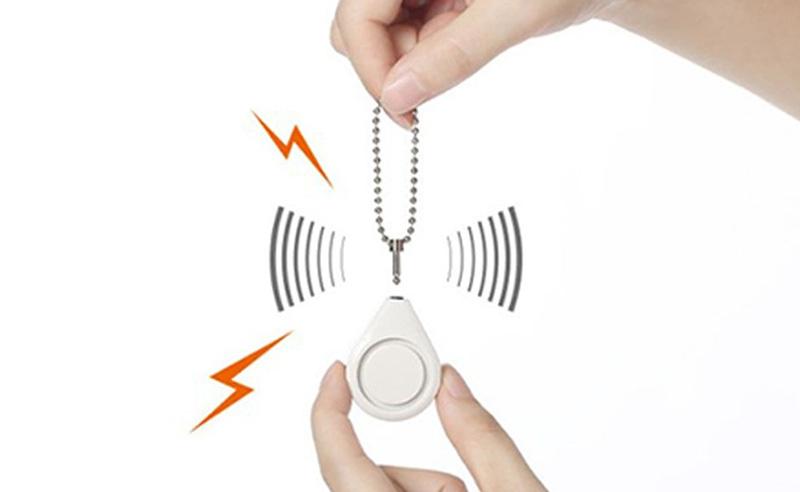 小さくても大音量120db!リング付きピンを引き抜くと防犯ブザーが鳴る