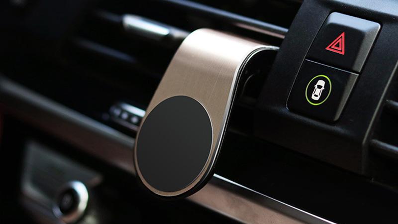 エアコン吹き出し口簡単取付。シリコンクリップで車も傷つけません。
