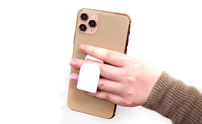 フィンガーグリップは指にフィットするデザイン