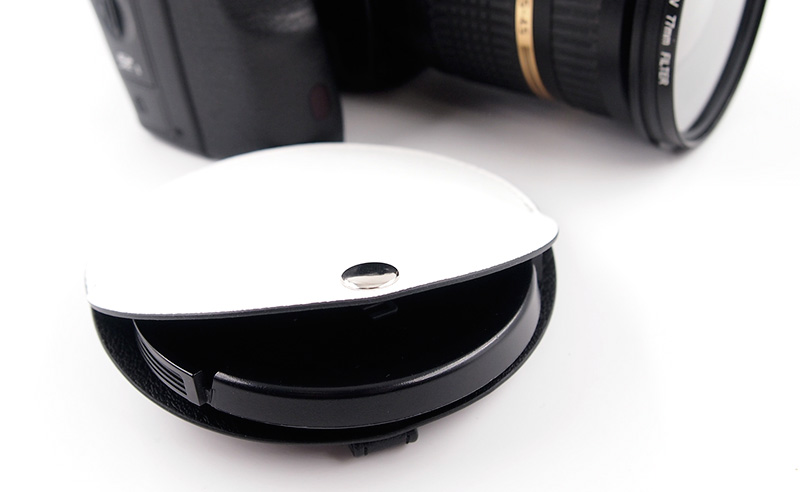 様々なカメラのレンズキャップに対応したPUレザー製のレンズキャップホルダー