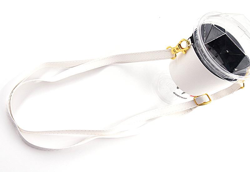 高級感溢れるPUレザーの素材で作られたドリンクホルダー