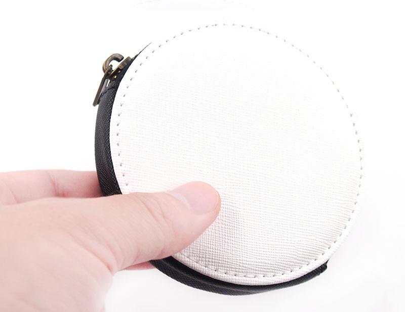手触りがソフトで丁寧な縫製が施されたこだわりのPUレザーコインケース