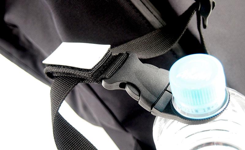 アウトドアや屋外イベントに必須な持ち運びに便利なボトルストラップ!