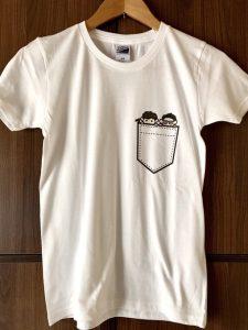 ME-Qさん(https://me-q.jp)にお願いした博士組Tシャツ届いた!薄い肌色も綺麗に印刷されてたよ( ^ω^ )セール中だったのもあって980円と超お手頃でした目自分用の一枚だけなのにこの価格で利用できるの本当ありがたい〜他のグッズも試したいしリピートします