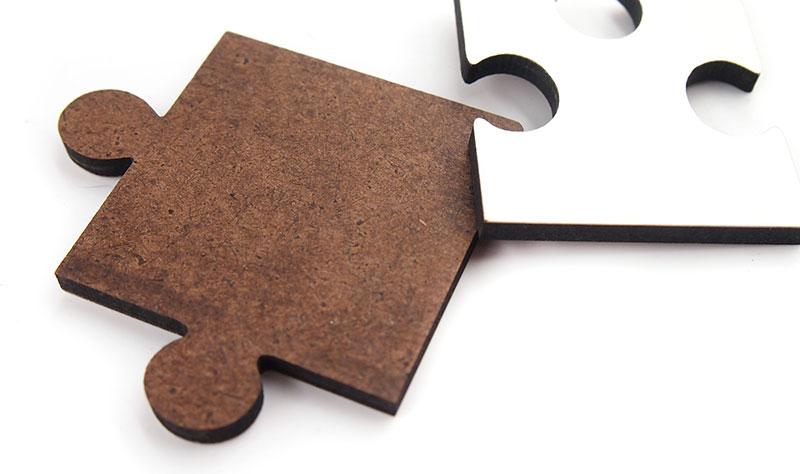 高級感がある木製のパズル。よくある紙製パズルとは耐久性が違います。