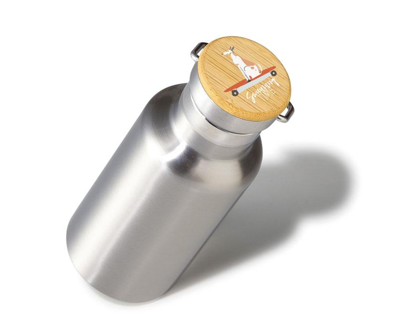 容量350mlの真空構造ボトルは長時間飲み頃をキープ!