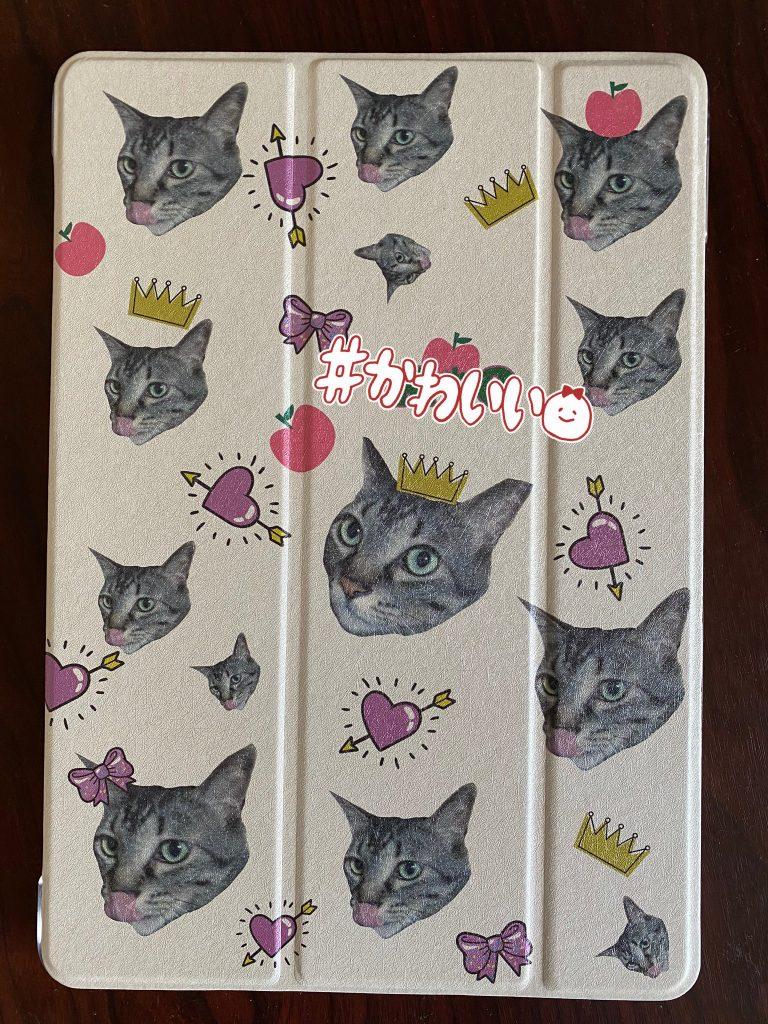 新しいiPad買ったので、me-qさんで、うちの猫様のケース作ったの届いた!とっても綺麗に作ってくれて嬉しいiPhoneケースも作ることに決めた