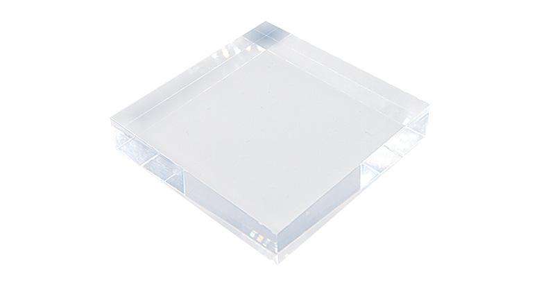 水晶のように美しく透明度の高いアクリルブロックに印刷