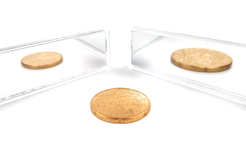 収納式のコンパクトな両面ミラー(等倍鏡と5倍鏡)