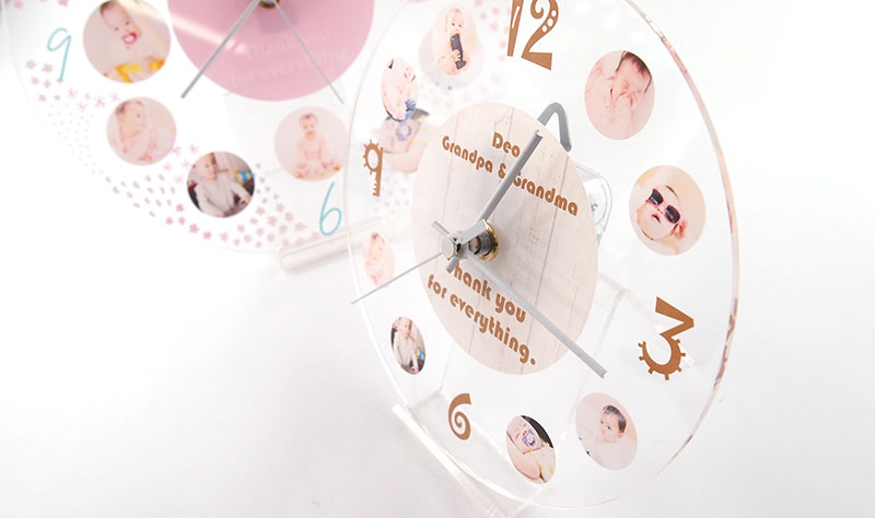アクリル時計は2サイズから選べます。