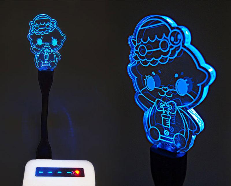 LEDアームライトのオリジナルグッズを作成|輝くUSBアクリルライトをオリジナル製作できるME-Q(メーク)