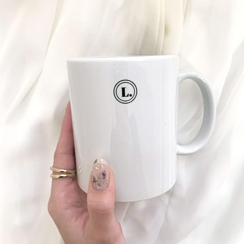電子レンジOK。定番人気の使いやすいマグカップ(350ml)をオリジナルで!