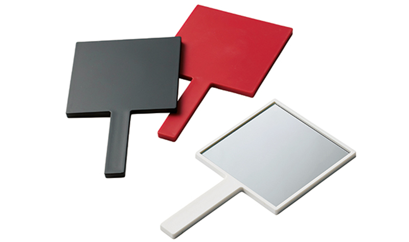 オリジナルで作れるハンドミラーは選べる三色カラー展開。好きな色で気分も変わる◎