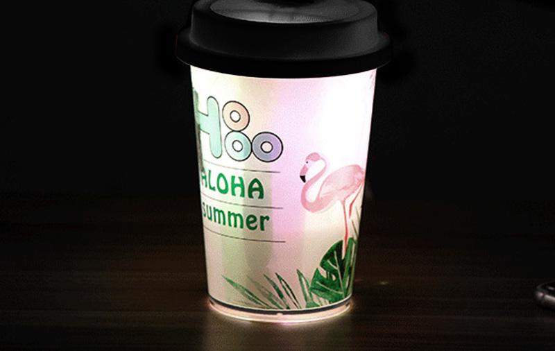 様々なライトアップ演出機能付きの卓上加湿器。イルミネーション効果でオリジナルで作ったデザインをより魅力的に。