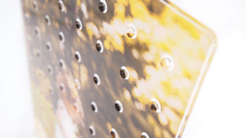 全面フルカラー印刷可能なインテリアとしても活躍できる有孔ボードです。