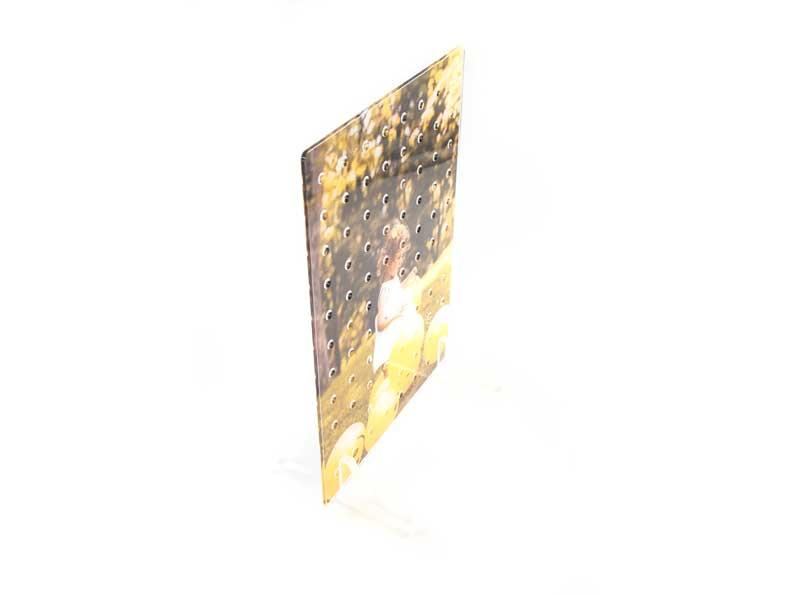 アクリル製の有孔ボード。腐食に強くて、水気のある浴室やキッチン、洗面所でもご利用OK。