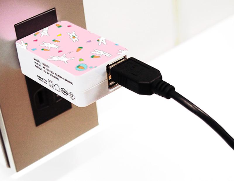 スマホやiPhoneの充電に最適!海外でも使用可能!