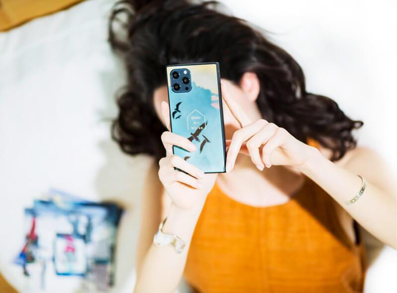 スクエア型iPhoneケース。オリジナル強化ガラスケース製作・プリントはME-Q(メーク)