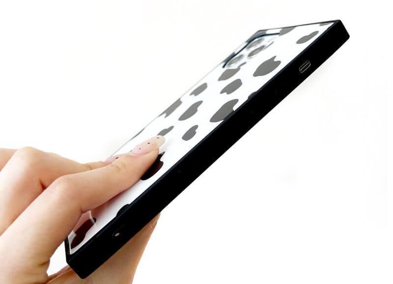珍しくてかわいいiPhoneケースをお探しの方へ。写真映えにもなるスクエア型iPhoneケース。