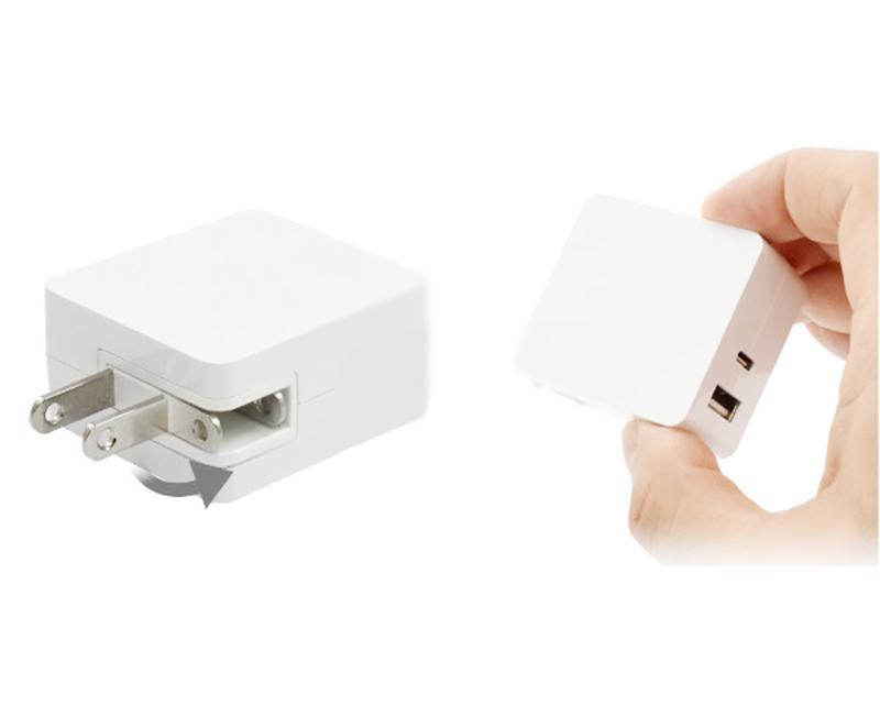 2ポート搭載。同時充電可能なコンパクトサイズのACアダプタ
