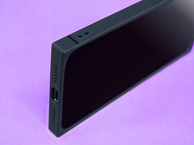ストラップホール付き。機能的にも優れたスクエア型iPhoneケース